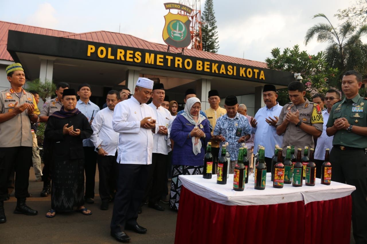 Polres Metro Bekasi Kota Musnahkan Ribuan Miras