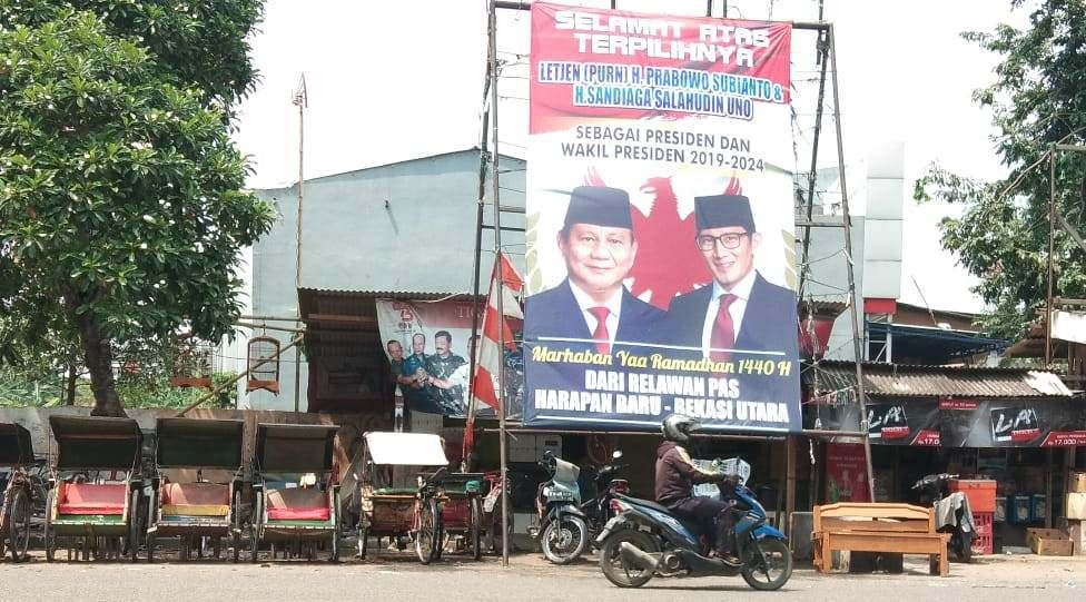 Baliho Prabowo-Sandi sebagai Presiden dan Wakil Presiden Masih Terpampang